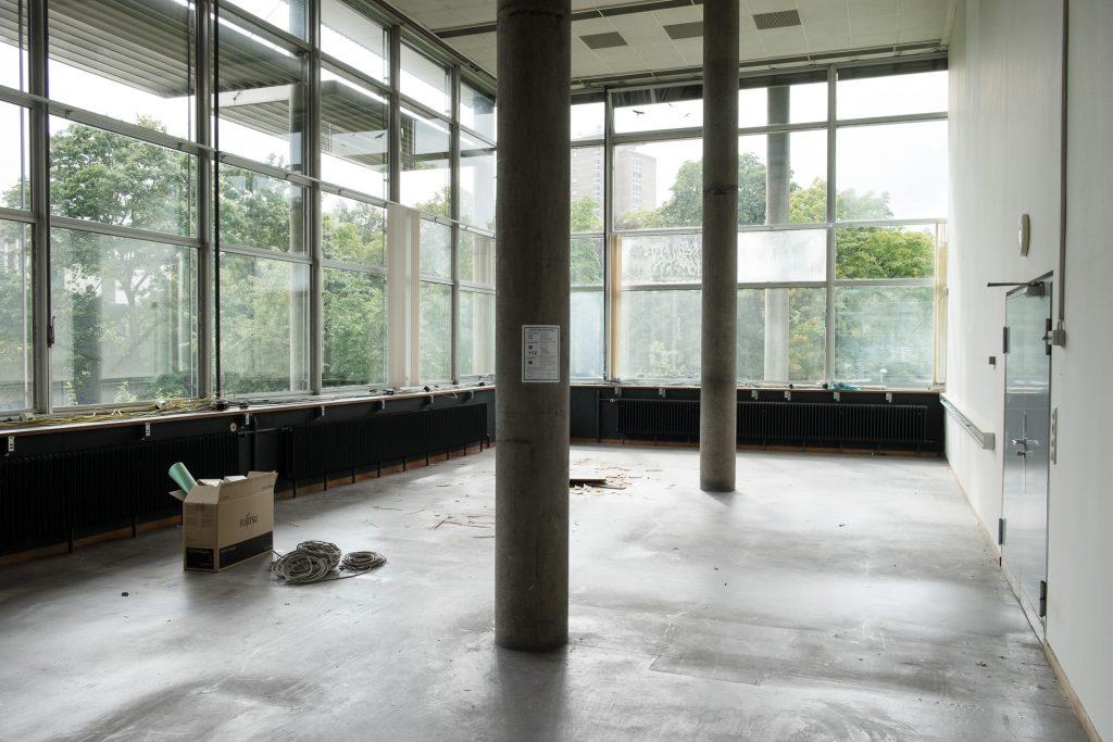 Asbestsanierung und Renovierung im Großraumbüro der Digitalen Dienste